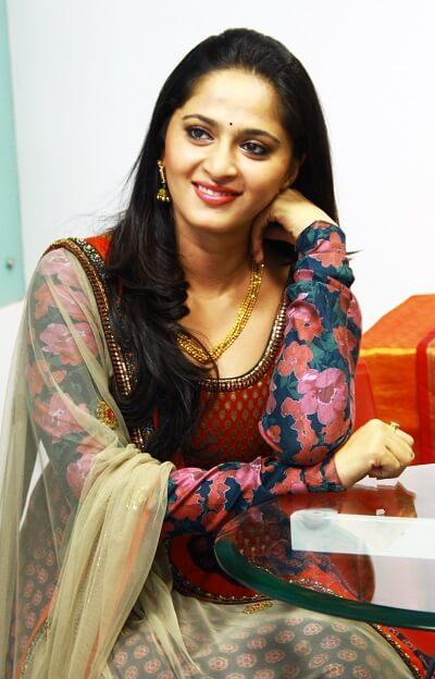 Anushka shetty Hot photos, Age, Husband, Marriage, Family, Movies (2)