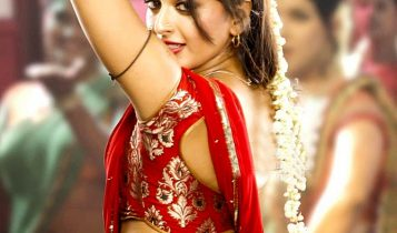 Anushka_shetty_Hot_red_Saree