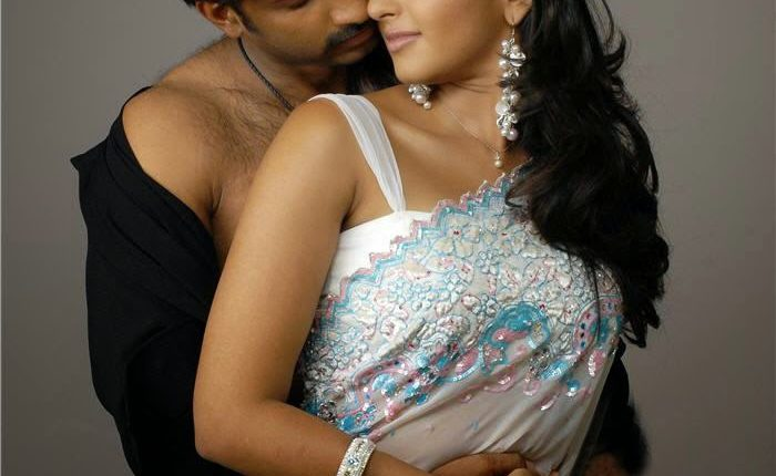 Anushka_shetty_Hot_photos_Age_Husband_Marriage_Family_Movies (11)