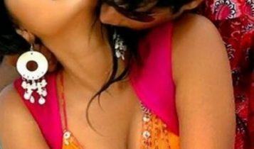 Anushka_shetty_photo_kissing