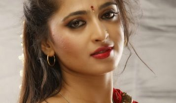 Anushka_shetty_Hot_red_Saree