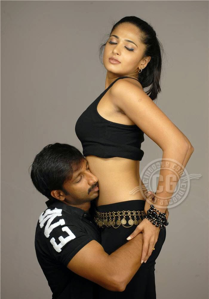 Anushka_shetty_Hot_scene_with_Telugu_hero