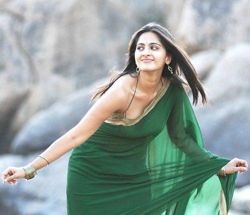 Anushka_shetty_Hot_photos_Age_Husband_Marriage_Family_Movies (25)