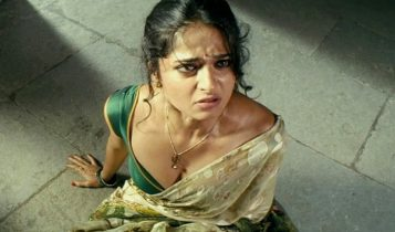 Anushka_shetty_Hot_Saree