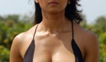 Anushka_Hot_in_billa_movie