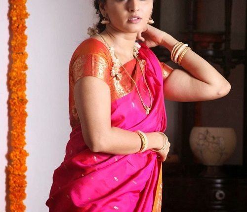 Anushka_shetty_Hot_photos_Age_Husband_Marriage_Family_Movies (9)