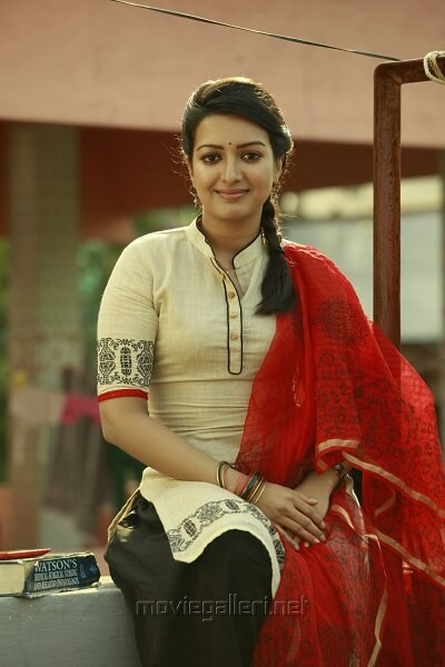 Catherine Tresa Biography, Husband, Affairs, Age, family, DOB, Movies (7)