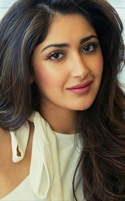 Tamil Actress Name Sayyesha Saigal