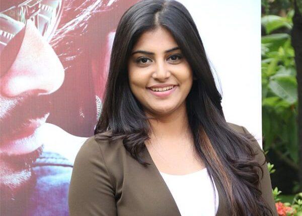 Manjima Mohan (Actress) Personal Info and Photos, Biography (5)