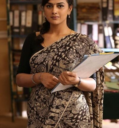 Shraddha Srinath Wiki, Husband, kiss, Photos, Height, Weight (3)