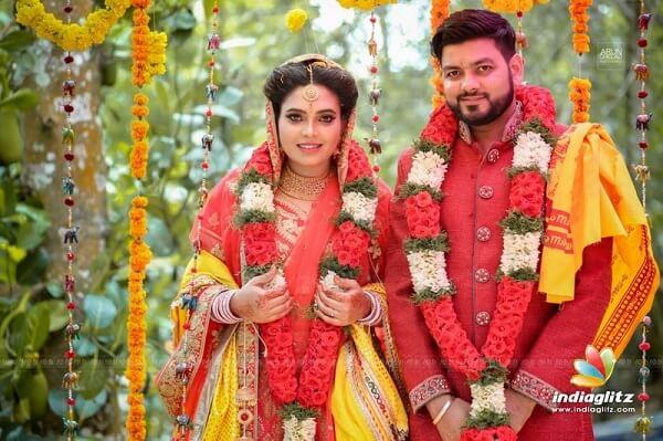Sathuranga Vettai actress Ishaara Nair Marries NRI Guy (1)
