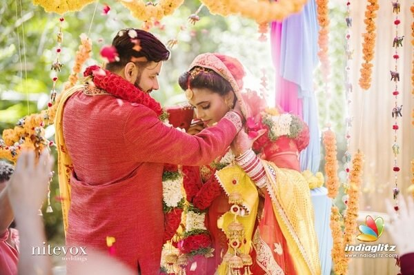 Sathuranga Vettai actress Ishaara Nair Marries NRI Guy (3)