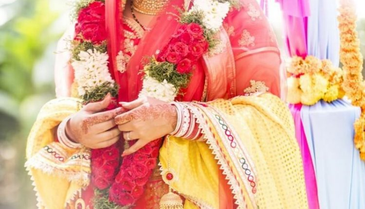 Sathuranga Vettai actress Ishaara Nair Marries NRI Guy (4)