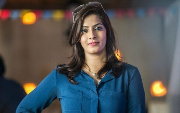 Varalaxmi Sarathkumar Marriage, Father, Age, Height, Weight, Husband (3)