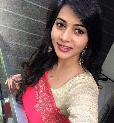 Suza kumar Age, Height, Weight, Selfie, Husband, Family, Wiki, Selfie (3)