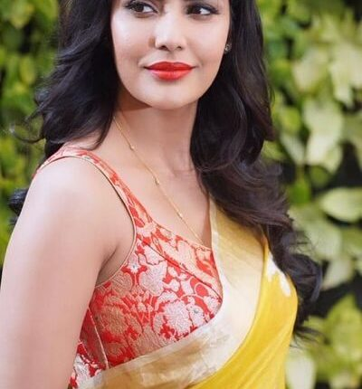 Priya Anand Age, Husband Photos, Height, Weight, Movies, Family (6)
